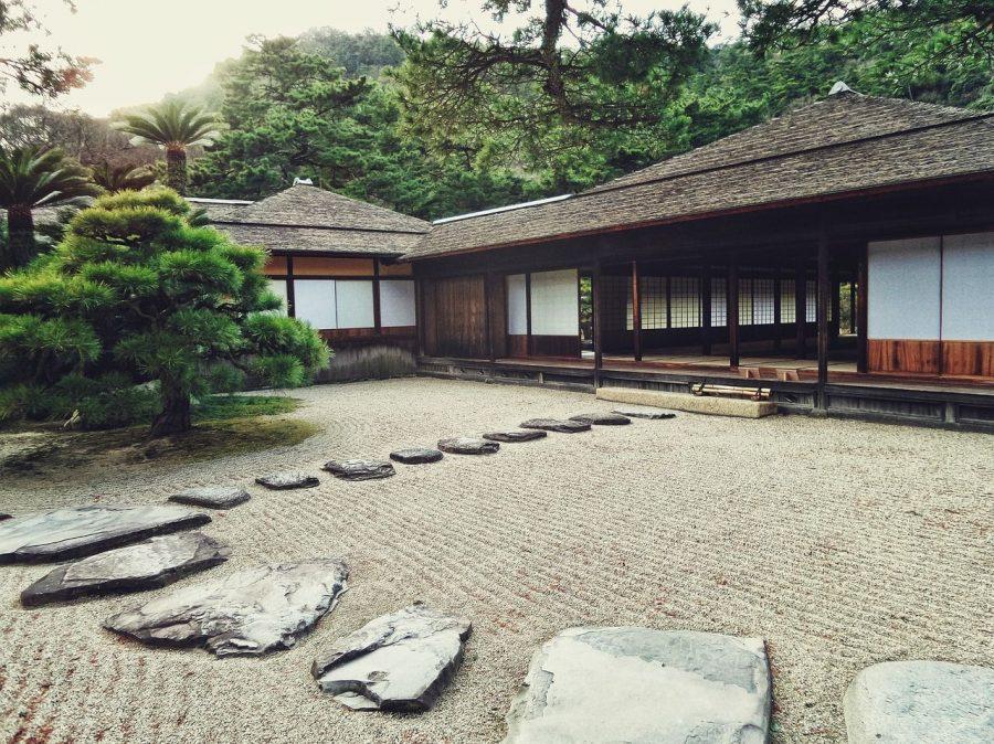 beneficios-criterios-construccion-casa-ecologica-jardin-piedras-japon-bosque