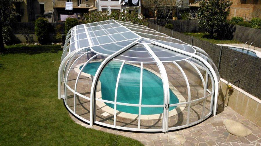 claves-elegir-cubierta-piscina_redondeada-gres-cesped
