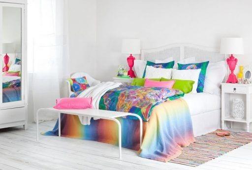 Cama viva en un dormitorio espacioso 1024x693