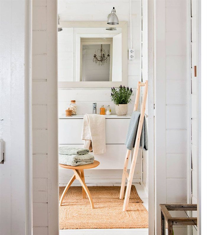 bano blanco con escalera para toallas 00485107 o b8acffb2 1759x2000
