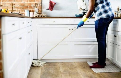 Los mejores trucos para dejar los suelos brillantes