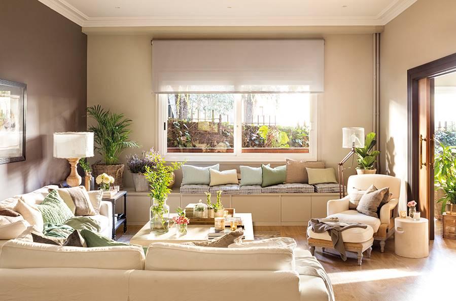 Salon-con-banco-bajo-la-ventana-00474462_d73b50d6_899x594