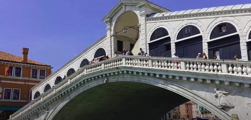 Conoce el Puente de Rialto, en Venecia